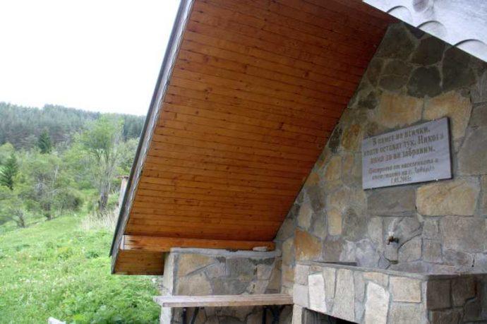 Чешма в селото напомня за задружния труд на местните. Направена е по инициатива на кмета Валентин Черпоков.