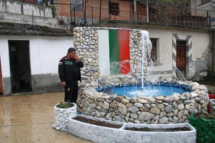Подготовка за откриването на патриотичния фонтан