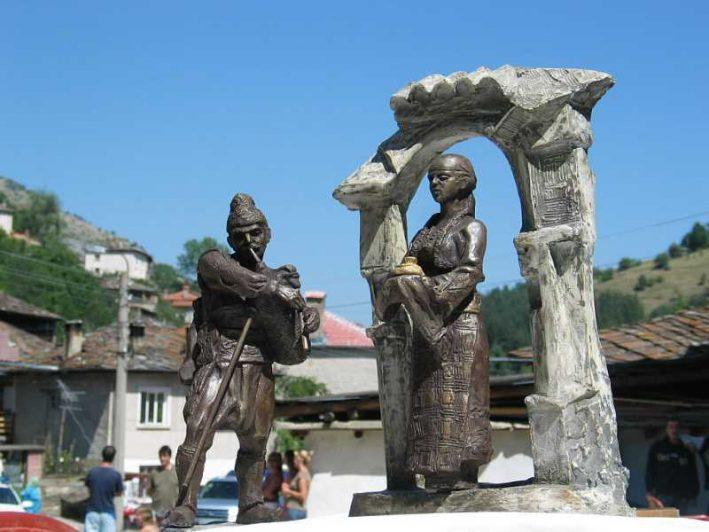 Макетът за скулптурата на родопското гостоприемство