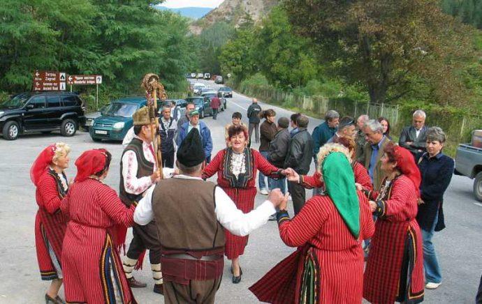 """""""Евробабите"""" веселят хората на поредния празник"""