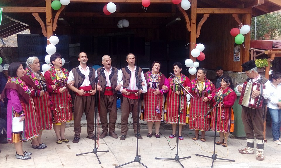 Богата фолклорна програма весели хората на събора в Забърдо - 2016