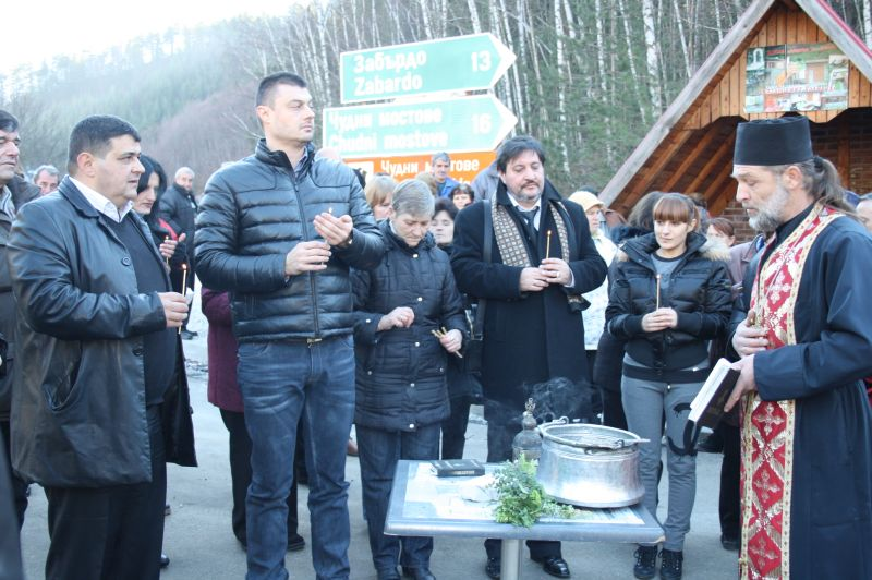 Свещичка и молитва против катастрофи по пътя Смолян - Пловдив.