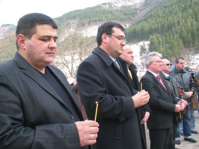 Всяка година кметът на с. Забърдо Валентин Черпоков организира курбан против жертвите по пътя Смолян-Пловдив.