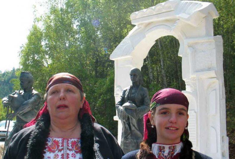 Откриването на скулптурата на родопското гостоприемство.