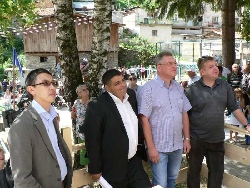 Старобългарската юрта на откриването с български и чужди политици